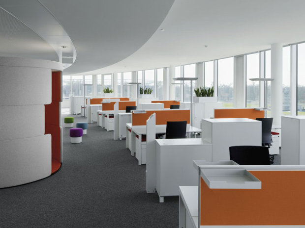 Contemporary-office-with-modern-office-furniture